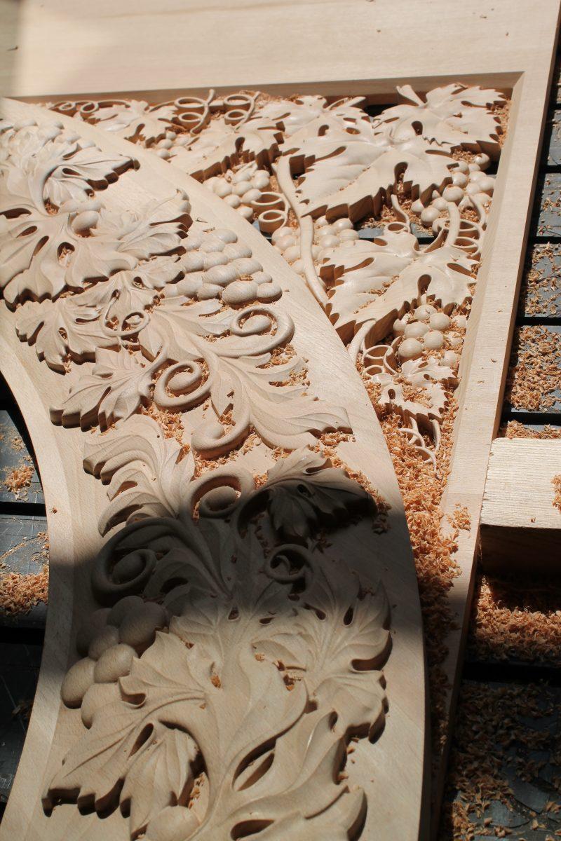 резьба из массива дерева
