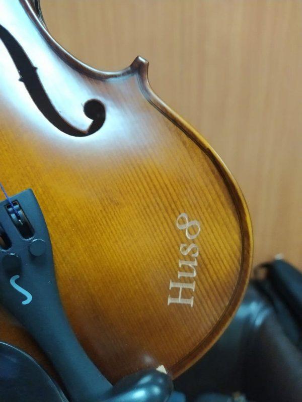 лазерная гравировка на скрипке